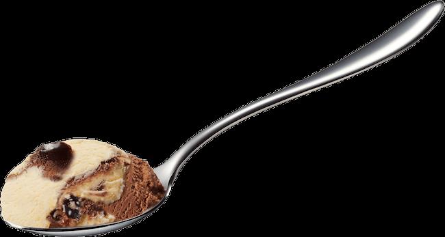 ハーゲンダッツ ミニカップ『ショコラトリュフ』をすくったスプーン