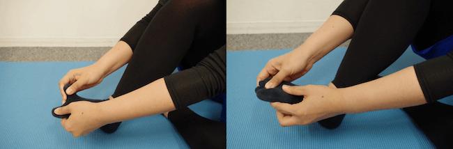 2.3.親指から順番に、両足全ての指の付け根をほぐします。