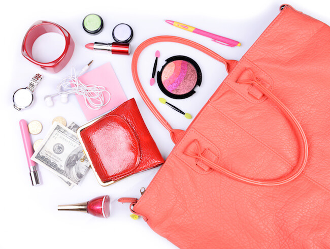オレンジのバッグの中身