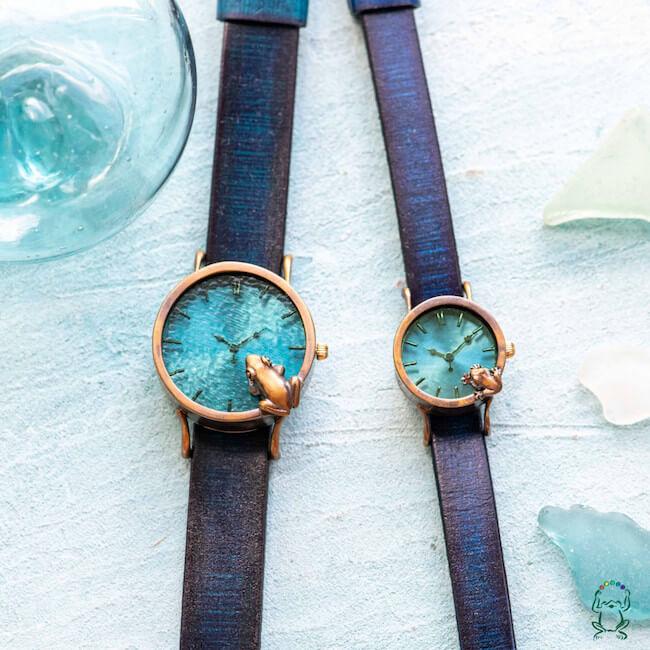 カエルの時計屋さん(OLIE)『池をのぞく蛙腕時計渋青緑MとS』