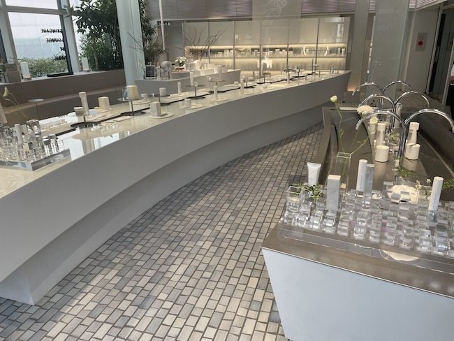 「SKINCARE LOUNGE BY ORBIS」1F