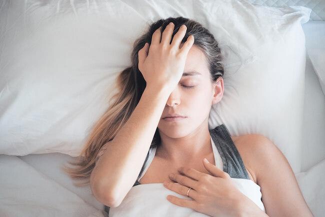 ベッド 女性 悩み