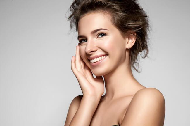 笑顔 美肌 美女
