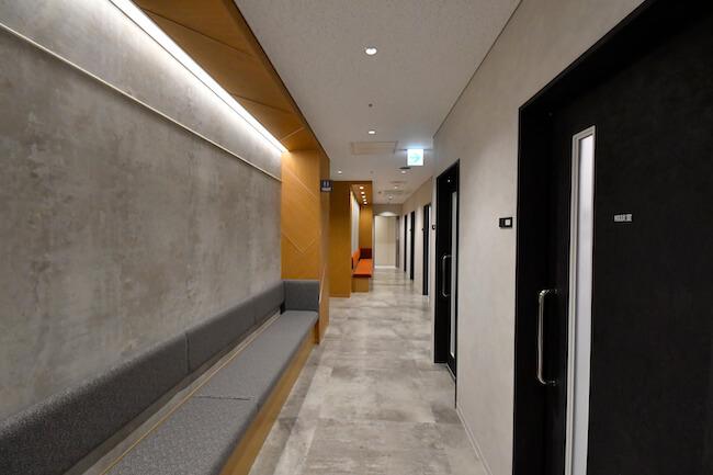 「メディカルチェックスタジオ新宿クリニック」廊下