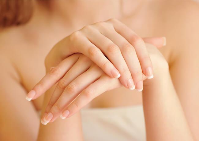 美しい女性の手